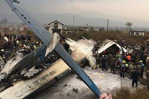 Máy bay rơi tại Nepal, chỉ 17 người sống sót
