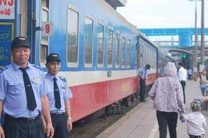 Nhân viên đường sắt trả lại 30 triệu cho khách nước ngoài để quên trên tàu