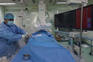 Nút thành công động mạch thận điều trị tiểu ra máu