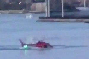 Khoảnh khắc trực thăng rơi xuống sông khiến 2 người chết