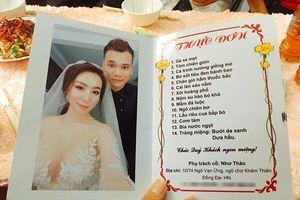 Khắc Việt đãi khách dự đám hỏi 14 món, in ảnh vợ nóng bỏng lên thực đơn