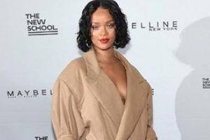 Gu thời trang 'khác biệt đến khó hiểu' của Rihanna