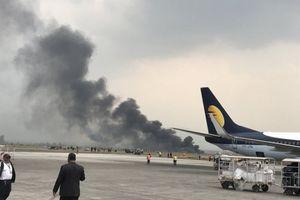 Máy bay chở khách bốc cháy tại sân bay Nepal, nhiều người thiệt mạng