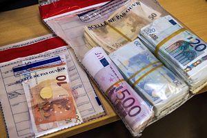 Nhân viên đường sắt trả lại 1.000 euro cho khách đi tàu