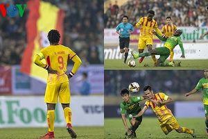 Thi đấu trên chân đối thủ, Nam Định vẫn bị Cần Thơ 'cầm chân'