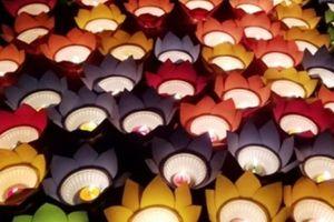 Thả hoa đăng tưởng nhớ 64 liệt sĩ trận chiến Gạc Ma 30 năm trước