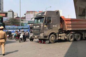 Làm rõ vụ xe đầu kéo va chạm với xe máy khiến 1 phụ nữ tử vong ở Hà Đông
