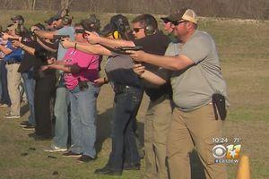 Giáo viên Mỹ học khóa huấn luyện đặc biệt về dùng súng