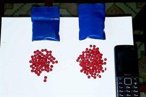 Nghệ An: Bắt giữ đối tượng vận chuyển 400 viên ma túy