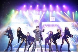 Quang Hà bị trật đốt sống lưng vẫn hát và nhảy sung trong MV TOP HITS số 10