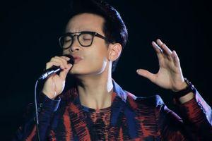 Hà Anh Tuấn cover 'Tình em ngọn nến' được khen ngợi