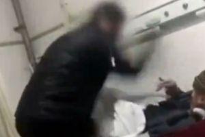 Con trai tâm thần bất ngờ cầm dùi đánh mẹ ruột tử vong