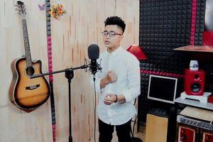Em trai Sơn Tùng M-TP diện sơ mi trắng, khoe giọng hát ngọt ngào