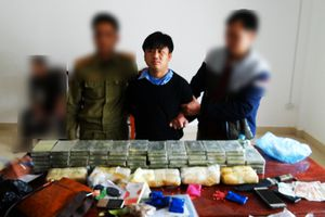 Phá vụ vận chuyển 60 bánh heroin, 40.000 viên ma túy tổng hợp