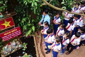 Xúc động lễ tưởng niệm sự kiện Gạc Ma của thầy trò giữa núi rừng Trường Sơn