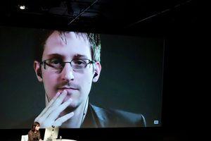 Edward Snowden tiết lộ lý do Giám đốc CIA mới có thể bị bắt ở châu Âu