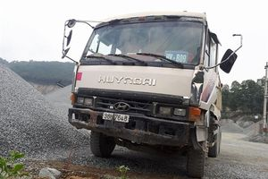 Xe tải không người lái đâm chết bảo vệ mỏ đá