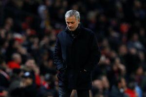 Thua Sevilla, fan MU muốn Mourinho bị sa thải vào ngày mai