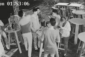 Triệu tập hai người hành hung phóng viên trong lúc tác nghiệp trước bar