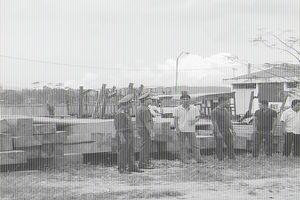 Lâm tặc dùng 5 công nông chở gỗ lậu về nhà