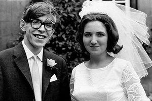 Điều ít biết về đời tư nhà khoa học Stephen Hawking vừa qua đời