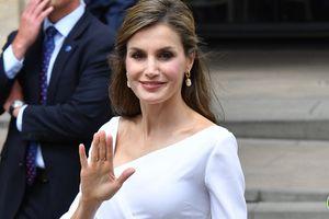 Nàng công sở học nữ hoàng Letizia sẽ chẳng lo mặc xấu