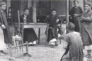 Nể phục độc chiêu nghiêm trị tội đánh bạc của vua Việt