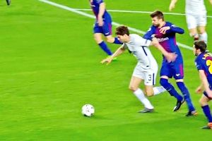 Nghi án Chelsea bị 'cướp trắng' 2 quả penalty