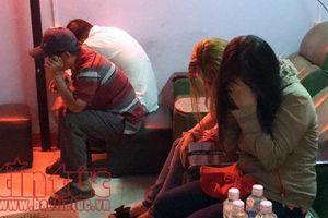 Đột kích cơ sở massage bắt quả tang tiếp viên đang kích dục cho khách