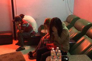 Đột kích cơ sở massage, bắt quả tang nhân viên đang kích dục cho khách