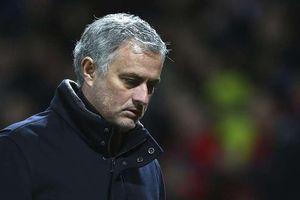Rộ tin đồn HLV Mourinho bị học trò 'đâm sau lưng'