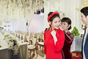 Công bố bộ ảnh ăn hỏi, dân mạng xuýt xoa vì lễ đính hôn hoành tráng của Mai Hồ