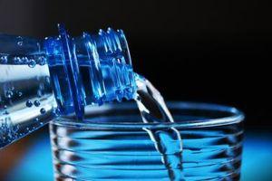 Phát hiện đáng lo ngại về hạt nhựa trong nước đóng chai đe dọa đến sức khỏe