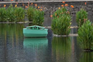 Trạm quan trắc nổi trên mặt nước, hoạt động nhờ… tắm nắng