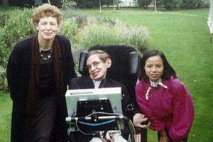 Bí mật ít người biết về cô con gái nuôi người Việt của nhà bác học Stephen Hawking