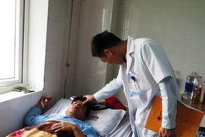 Tát học sinh, thầy giáo ở Nghệ An bị đánh gãy sống mũi