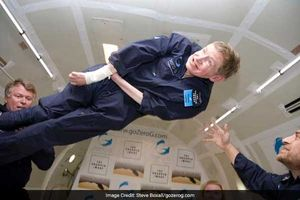 Stephen Hawking đã tìm đến gì khi mắc bệnh xơ cứng teo cơ?