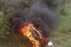 Con vi phạm giao thông bị xử lý, bố hùng hổ đến đốt xe có vi phạm pháp luật?