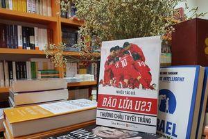 Ra mắt cuốn sách 'Bão lửa U23'