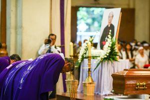 Nghìn người dự thánh lễ cố Tổng giám mục Bùi Văn Đọc ở Nhà thờ Đức Bà