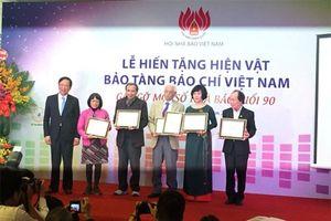 Lễ trao tặng hiện vật và gặp gỡ các nhà báo lão thành tuổi 90