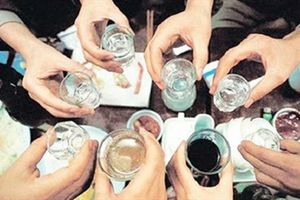 3 người tử vong, 2 nguy kịch nghi ngộ độc rượu