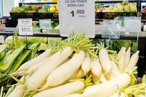 Siêu thị Qmart của T&T giải cứu củ cải ế cho nông dân Tráng Việt