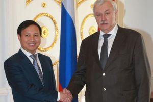 Đại sứ Ngô Đức Mạnh làm việc với Thống đốc St. Petersburg