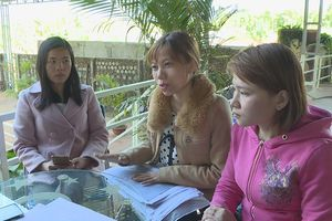 Vụ bớt xén lương giáo viên hợp đồng: Hiệu trưởng cáo bệnh nằm viện để điều trị