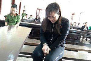 Nữ bị cáo giết người òa khóc nức nở khi bị tòa tuyên 13 năm tù