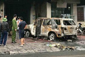 Tạm giữ nghi phạm đổ xăng đốt ô tô của chủ nợ để trả thù cho vợ