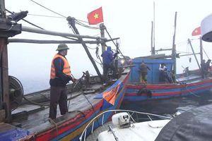 Phạt 16 triệu đồng 2 tàu cá đánh bắt trong vùng biển cấm