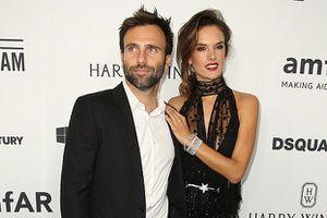 'Thiên thần' Alessandra Ambrosio chia tay hôn phu sau 10 năm bên nhau