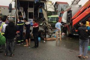 Hiện trường vụ tai nạn kinh hoàng giữa xe khách và xe cứu hỏa